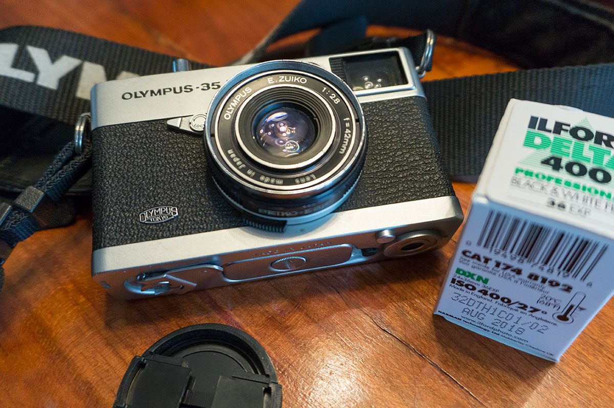 Olympus 35 EC rangefinder camera