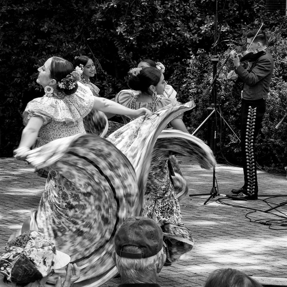 Mariachi Garibaldi and Ballet Folklorico Los Angeles performing