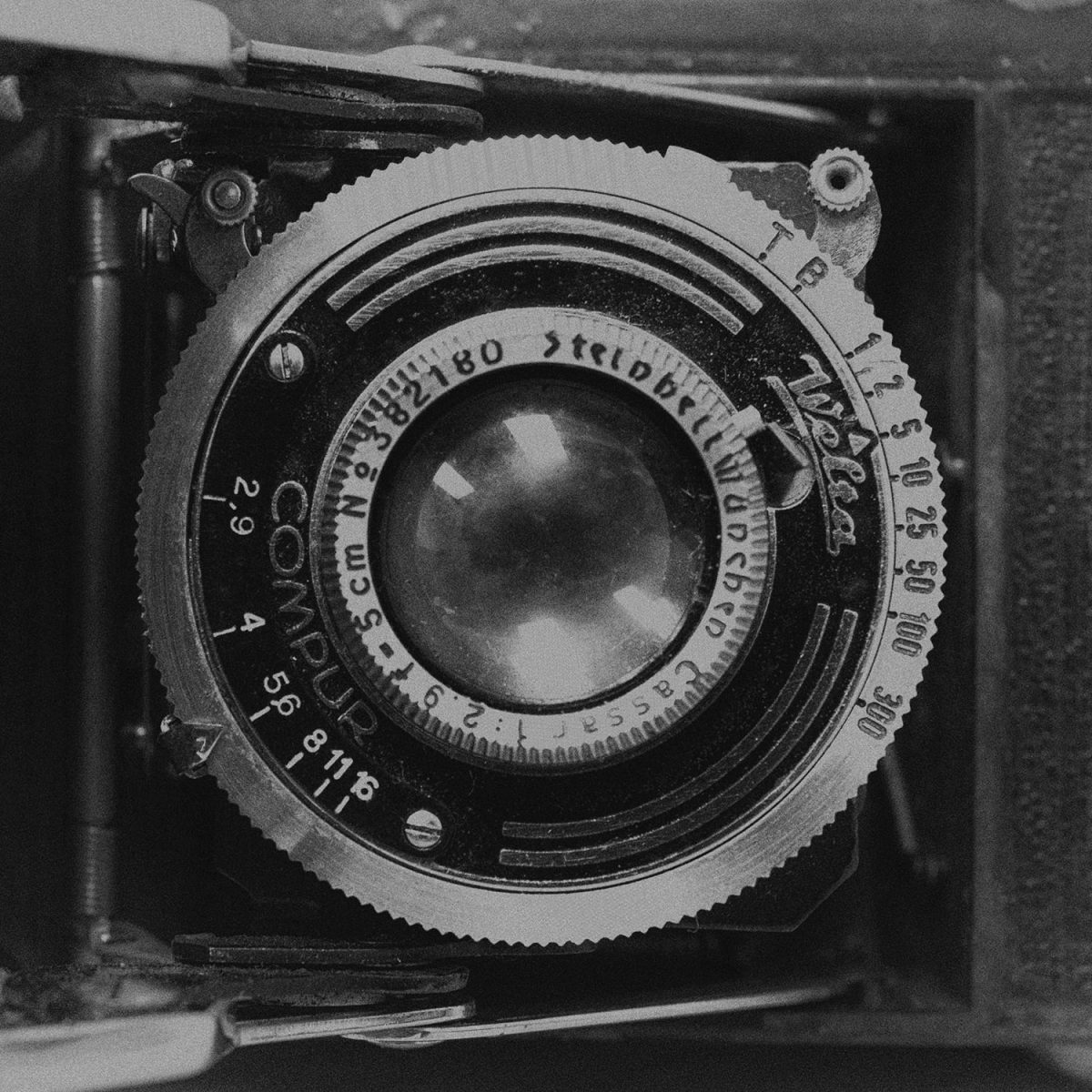 picture of a vintage camera lens