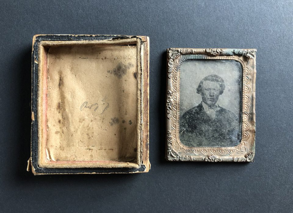 First step: I carefully pulled out the corners of the paper seal and popped out the photograph, glass, and foil mat.